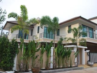NEW 3 br villa in sleeping area, Chalong