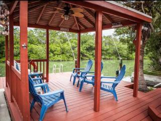 **HUGE Monthly Discounts!** Gorgeous Keys Water Front Home w/Private Dock & Ramp, Islamorada