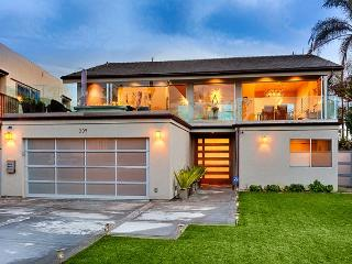 Elegant & contemporary beach sanctuary boasting ocean & sunset views, La Jolla