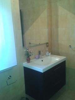 Servizio igienico con bagno e doccia