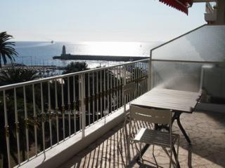 JdV Holidays Apartment Nigelle 2, modern & quiet residence with great sea views, Nice