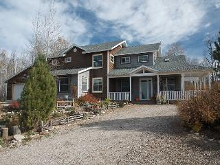 Perfect Location! Nestled in Aspens! Luxury and views of Tetons! Free WiFi, Alta