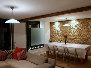 Dramatic exposed flint wall in the dining room
