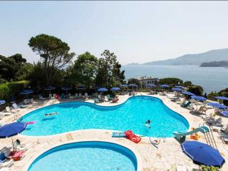 TIMONE 3BR-pool and sea view by KlabHouse-RAPALLO, Rapallo