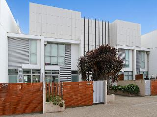 Lovely Docklands Townhouse, Melbourne