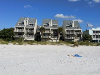 Spectacular Luxury Beachfront Condo PELICANS POINT-