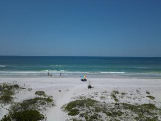 Spectacular Luxury Beachfront Condo PELICANS POINT-