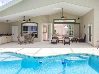 Roxland Paradise House 3 Bedrooms with Private Pool and HDTV, Palm Coast