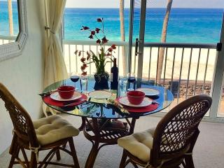 Absolute Oceanfront Studio Condo aside Magic Sands Beach, Kailua-Kona