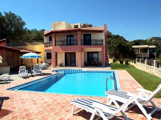 Villa Anna 3 Bedroom with Pool , Wifi Internet, Stalos