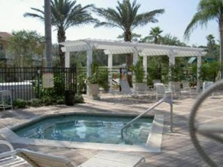 Luxury Resort Villa- 3 miles to Disney- Free Wifi