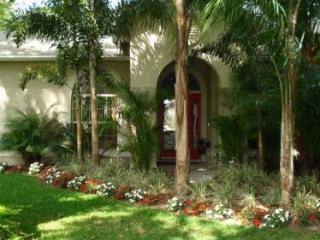 Vacation Home Near Disney - Tropical Oasis, Kissimmee