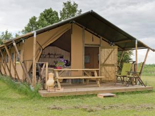 6-p. furnished Safari tent in natural setting
