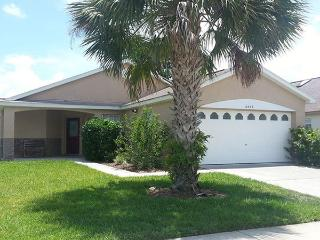 Cheap and Pet-Friendly Villa Pocahontas Retreat is just 5 minutes to Disney, Kissimmee