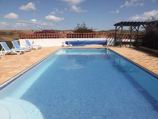 Villa With Large Private Pool, Outdoor BBQ, Budens