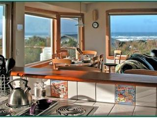 "SUMMER DATES! Hot Tub-Lovely Sea Vu-WiFi-Comp Wine-50"" Smart TV-Dogs!, Waldport"