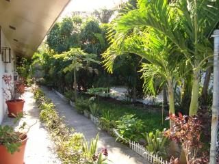 VILLA:$750 p/w! Low Rate! 5  MIN WALK TO BEACH, Nassau