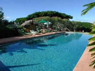 Banyan Plantation Retreat - 7 BR, Sleeps 16-24, Makawao