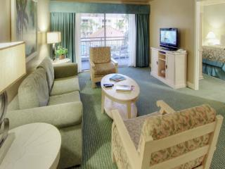 Coachella 3 bedroom, 2 bath luxury condo sleeps 8, Palm Springs