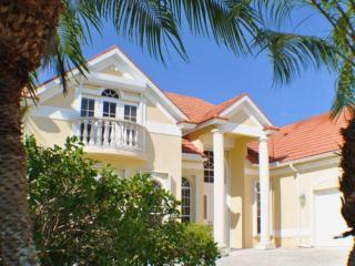 Villa Chandon - Luxury Lakeside Living, Cape Coral