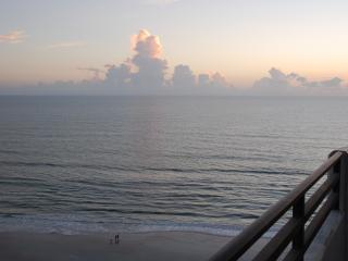 3 Bedroom with Great Views Directly on Famous Daytona Beach