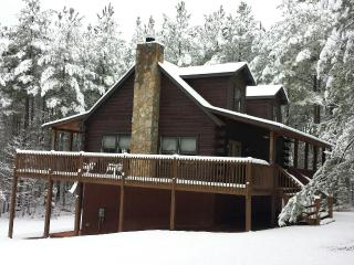 Big LOG CABIN/Blue Ridge Mtns- min to LAKE.Pets ok, Mill Spring