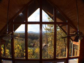 Cozy 2-Bedroom Cabin (Mountain Mischief), Pigeon Forge