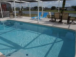 Waterfront Luxury 3BR SF pool, WiFi, Chefs Kitchen