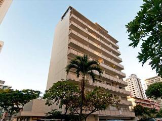 Cozy Waikiki Condo Steps to Beaches, Private Lanai and Partial Ocean Views