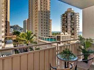 Cozy Waikiki Condo Steps to Beaches, Private Lanai and Partial Ocean Views