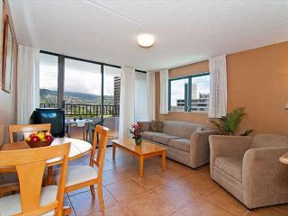 Fully Remodeled End Unit  Royal Kuhio Condo Full Kitchen and Free Parking, Honolulu