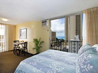 Ocean View Bamboo Condo by The Beach, Great Amenities, Private Lanai, Honolulu
