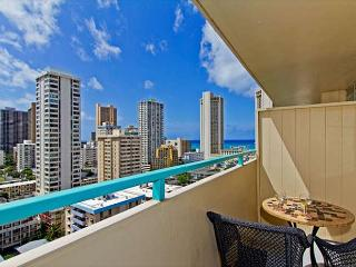 Ocean View Penthouse Studio By The Beach With Huge Lanai And Great Amenities, Honolulu