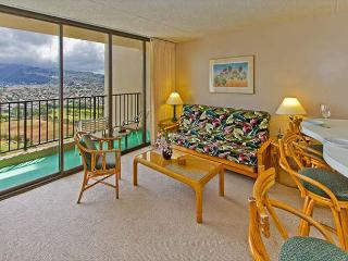 Tropical Retreat, 1BR Condo with Panoramic Mountain Views and Full Kitchen, Honolulu
