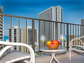 Ocean View Condo Close to Beaches, Awesome Amenities, and Full Kitchen, Honolulu
