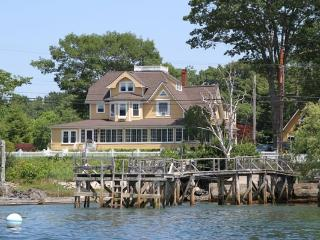 LUXURY Waterfront 4 bedroom 4.5 bath home in Kennebunkport Maine - Adults only
