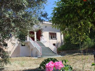 Villa Ulisse B, WI-FI, giardino, spiaggia 800 metri, Scauri