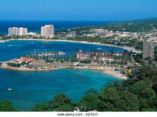 Self catering Ocho Rios bay beach resort condo- Wifi ( sleeps 2-4 )