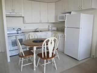 6th Floor, 1 Bedroom, 1 Bath, Full Kitchen