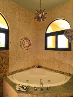 Master Bath (Jacuzzi Tub)