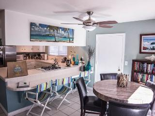 Private Bayside Getaway with Large Patio. Family and Pet friendly, San Diego