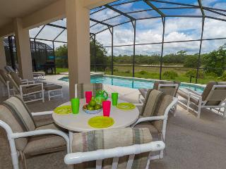 Gated resort, Orlando pool home with great view near Disney and golf