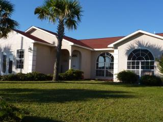 Gulf View Home, Luxury Beach Home with PRIVATE POOL+Spa/Jacuzzi+GAME RM+Hammock!