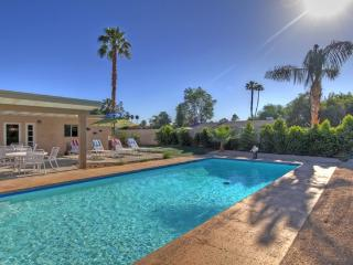 AFFORDABLE  MID-CENTURY LUXURY W/PRIVATE POOL!, Palm Desert