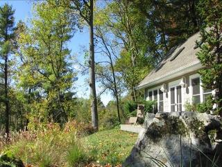 REFOCUS COTTAGE Sanctuary on 4 acres w/creek, Asheville