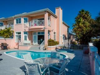 Beachfront Townhome-private heated pool 85 degrees, Belleair Beach