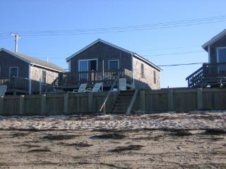 Beachfront Cottage on Cape Cod Bay, North Truro