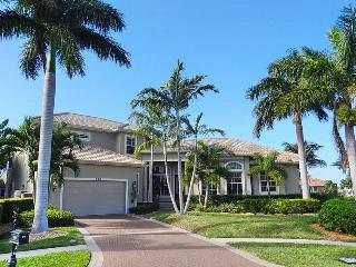 Fabulous & Romantic home with long wide water view, Marco Island