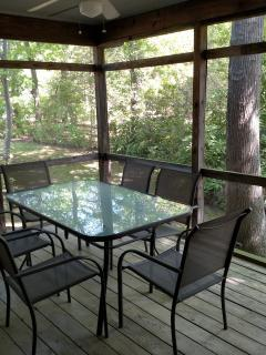Screened porch w/Ceiling Fan