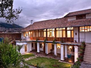 Peaceful Garden Suite Cusumbo in Historical Quito